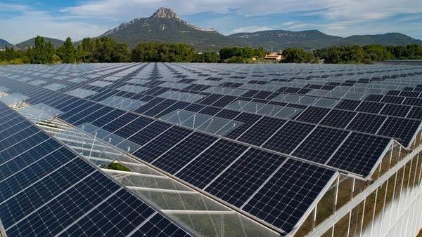 baisser-sa-consommation-electrique-panneaux-solaires